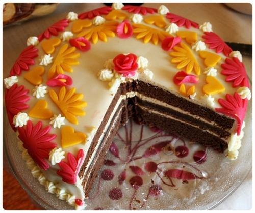 Čokoládový dort s karamelovým krémem a mléčným marcipánem