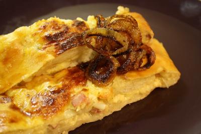 Závin s cibulovo-sýrovou směsí