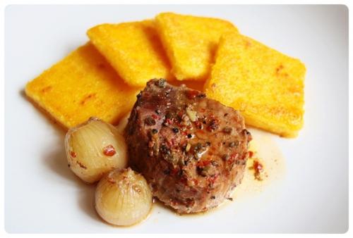 Vepřové maso pečené na víně se smaženou polentou