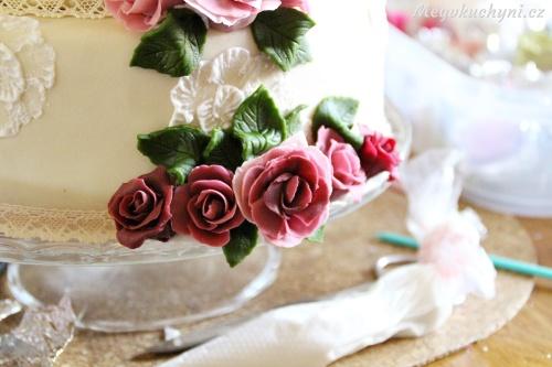 Lepení růží na dort