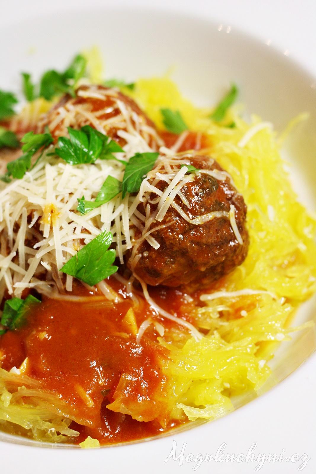 Masové kuličky vrajčatové omáčce se špagetovou dýní
