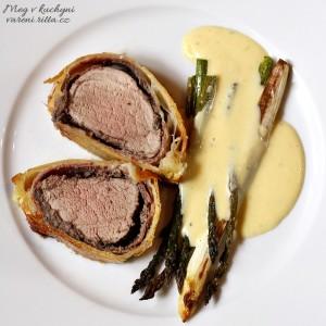 """The Daring Cooks' May 2013 Challenge: En Croute (Vepřové """"Wellington"""" achřest sholandskou)"""