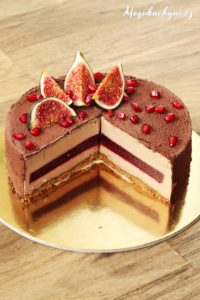 Pěnový dort zmléčné čokolády sovocným želé