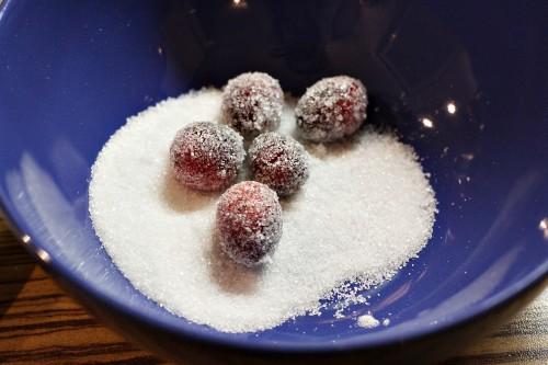 Obalování brusinek v cukru