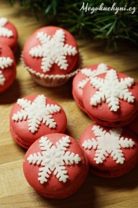 Vánoční arašídové macarons srybízovým želé
