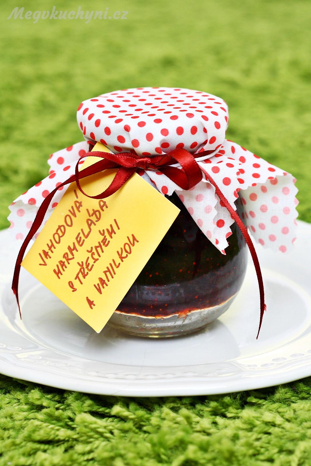 Jahodovo – třešňová marmeláda svanilkou