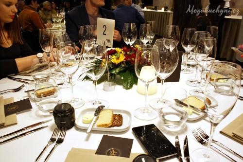 Prostřený stůl v AvantGarde Restaurant