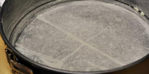 Papírem vyložená pečící forma