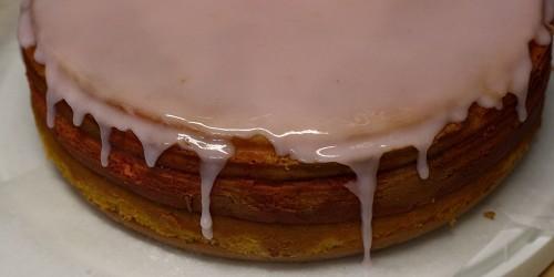Růžová poleva na dortu