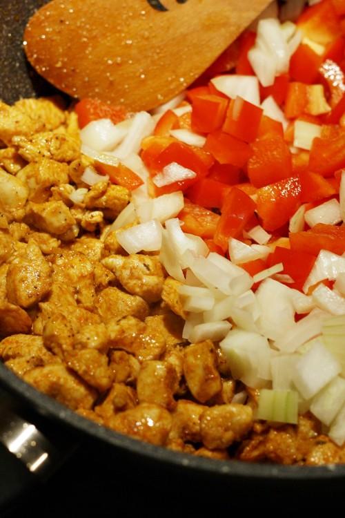 Kuřecí maso orestujeme se zeleninou