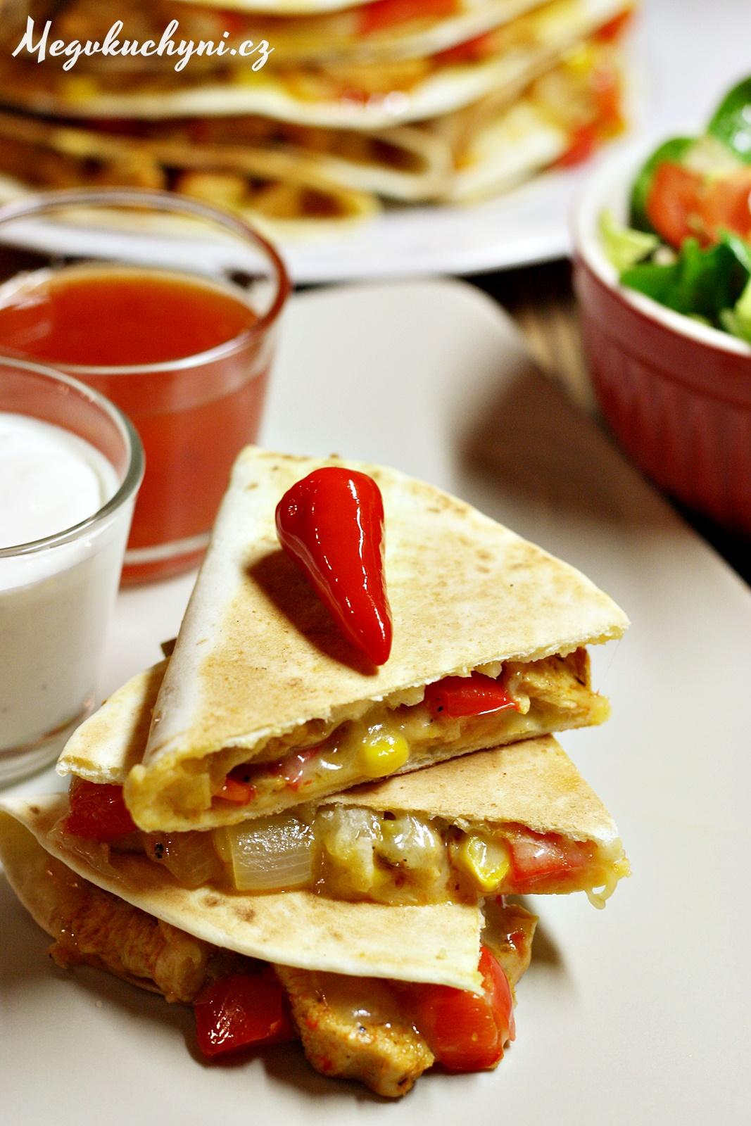 Quesadillas skuřecím masem, zeleninou ajalapeños