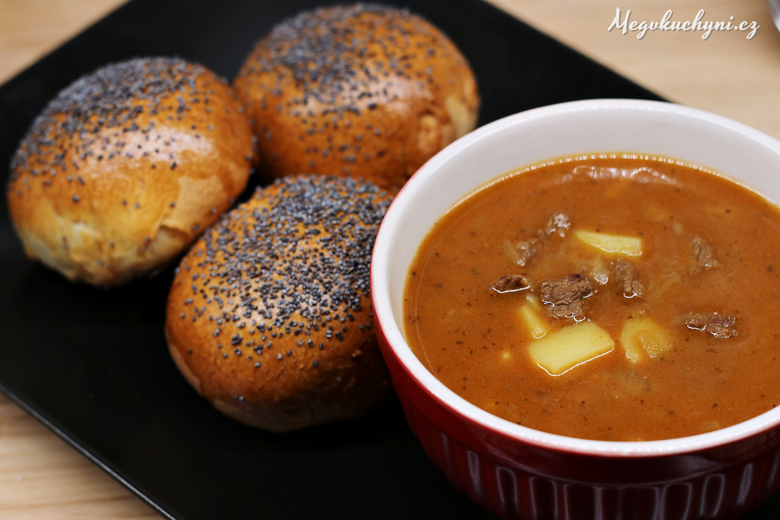 Makové vdolky sdomácí gulášovou polévkou