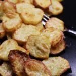 Pečené bramborové plátky s česnekovým máslem