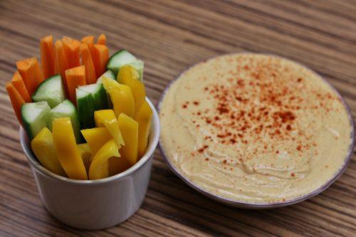 Cizrnový hummus s čerstvou zeleninou