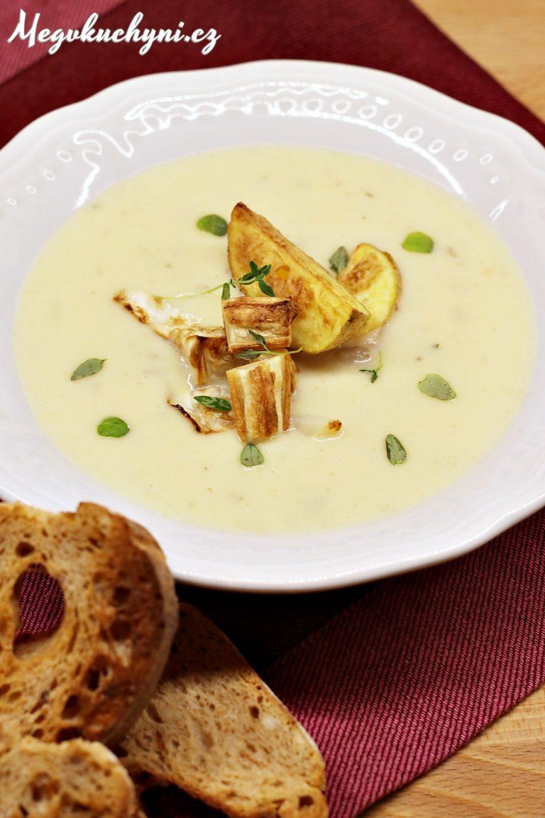 Krém zpečeného celeru, brambor ačesneku