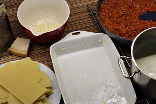 Zapékací mísu vymažeme máslem