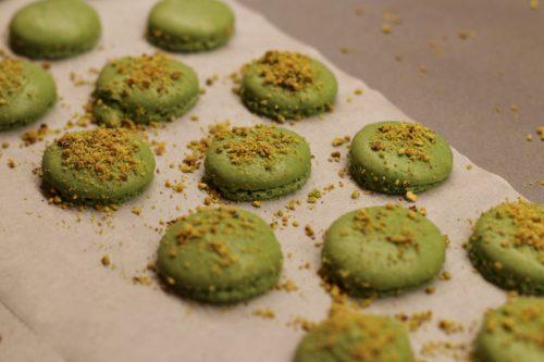 Upečené macarons s pistáciemi
