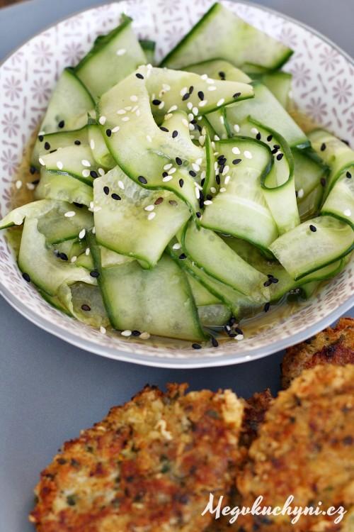 Sladkokyselý okurkový salát