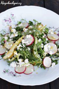 Jarní salát zhráškových výhonků