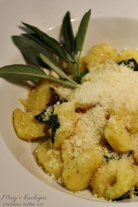 The Daring Cooks' September 2013 Challenge: Potato Gnocchi