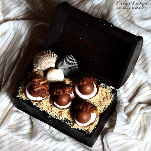 Karamelové Lindor pralinky s bílou čokoládovou pěnou a lineckými škeblemi