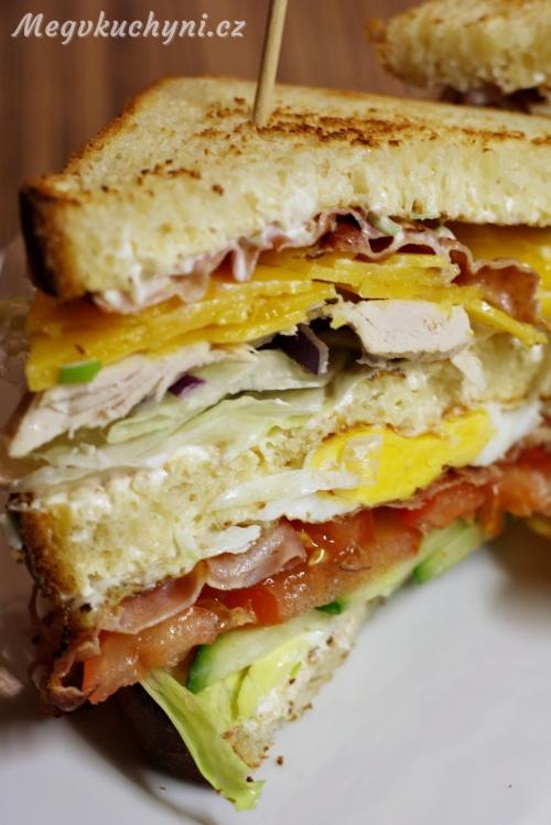 Rozříznutý club sandwich