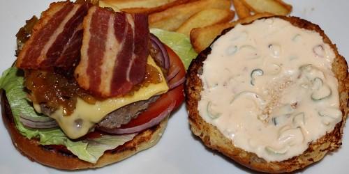 Skoro hotový hamburger