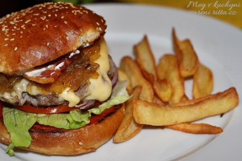 Dokonalý hamburger s hranolkami