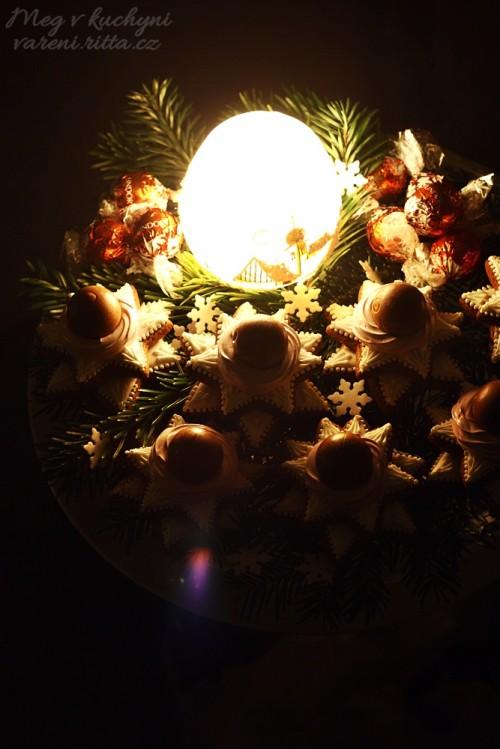 Sváteční perníkové hvězdičky Lindor s višňovým sněhem