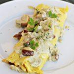 Podzimní omeleta s krémovými houbami