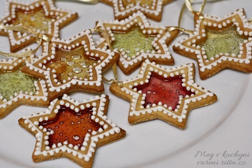 Hotové vitrážové sušenky
