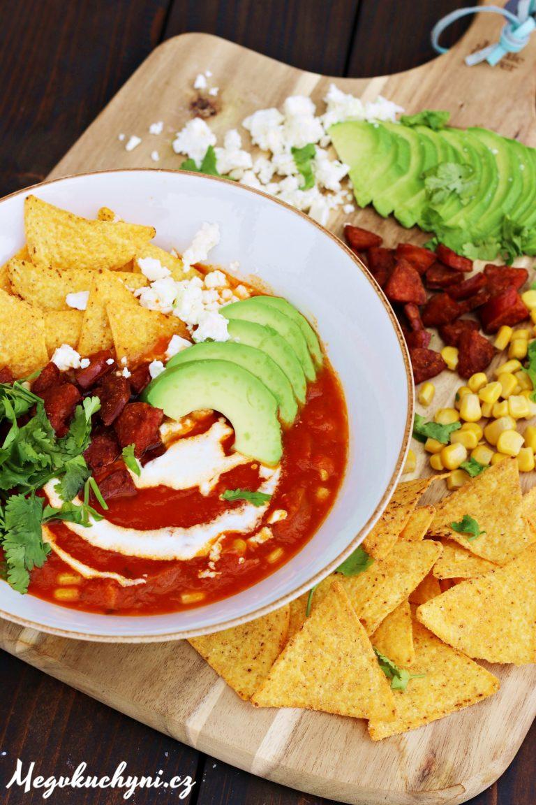 Rajčatová polévka sklobásou akukuřicí vmexickém stylu