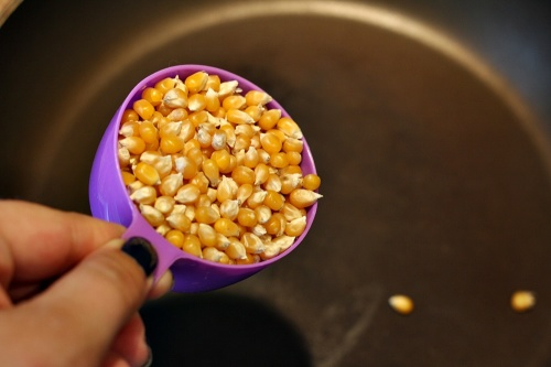 Půl hrnku popcornové kukuřice