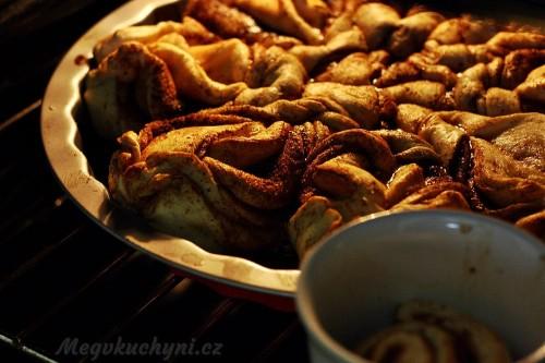 Skořicový chléb při pečení