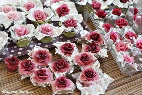 Hotové marcipánové růže