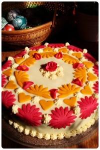 Čokoládový dort skaramelovým krémem a mléčným marcipánem
