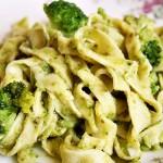 Zelený čtvrtek a domácí těstoviny s pestem a brokolicí