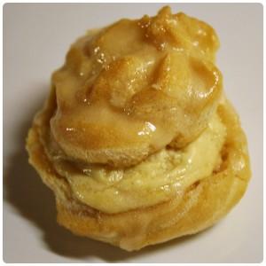 The Daring Bakers' April 2011 Challenge – Větrníčky sjavorovou pěnou